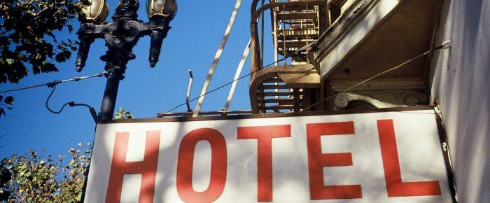 Daños ocurridos en hotel sito en Francia. La batalla de las calificaciones y la sumisión como 'deus ex machina' en el Reglamento Bruselas I-bis